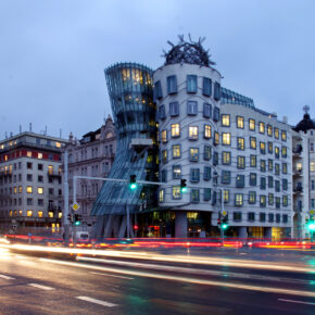 Tschechien Prag Tanzendes Haus Abend