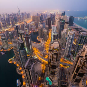 TOP 5* Hotel mit Rooftop-Pool: 8 Tage Dubai mit Frühstück, Flug, Transfer & Zug für 367€
