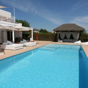 Ibiza: 8 Tage im eigenen Ferienhaus mit Meerblick & Pool ab 148€ p.P.