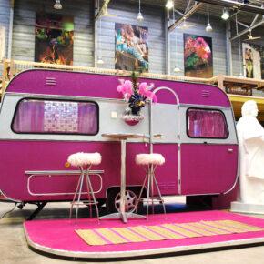 Think Pink: 2 Tage Bonn im coolen TOP Wohnwagen mit Frühstück nur 34€