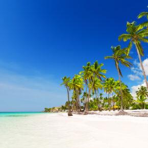 Lastminute in den Sommerferien: 8 Tage Dom Rep mit Hotel am Strand, Frühstück & Flug nur 376€