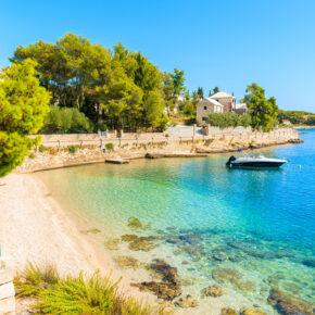 Kroatien: 8 Tage auf Brac mit Meerblick-Apartment & Flug nur 61€