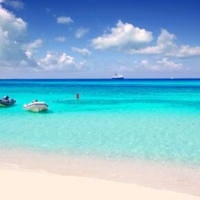 Sonne & Strand: 8 Tage im 3* Hotel auf Formentera mit All Inclusive, Flug, Transfer, Zug & für 349€