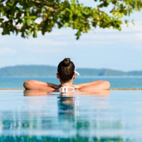 Thailand Krabi Frau Pool