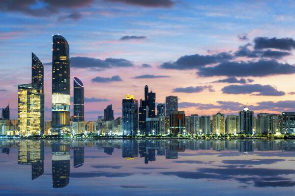 VAE Abu Dhabi Skyline Dämmerung