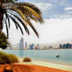 Familienurlaub: 7 Tage Abu Dhabi im 4* Hotel mit Frühstück, Flug, Transfer & Zug nur 399€
