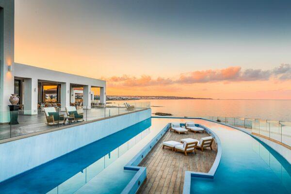 Abaton Island Resort Pool Abends