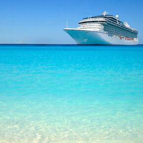 Kreuzfahrtschiff klares Wasser