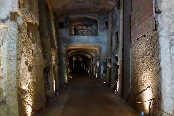 Italien Katakomben Neapel