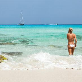 Spanische Sonne: 7 Tage Formentera im guten 3.5* Hotel mit Flug, Transfer & Zug nur 385€