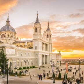 Kurztrip: 3 Tage zentral in Madrid im coolen Hotel mit Flug & Stadtführung ab 99€