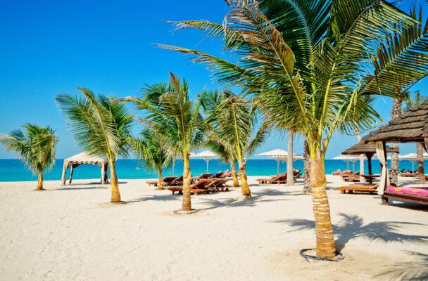 VAE Dubai Strand Sonnenlounger