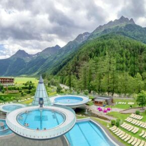Aqua Dome: 2 Tage Wellness im TOP 4.5* Luxus-Hotel mit Panoramablick, Halbpension & Therme ab 141€