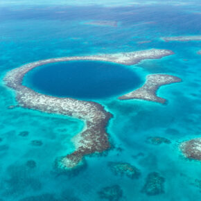 The Great Blue Hole: So entdeckt Ihr das dunkelblaue Wunder von Belize