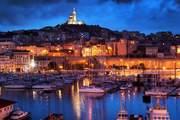Frankreich Marseille Hafen bei Nacht