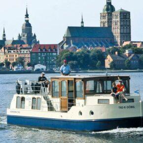 Hausboot Rechlin Aussen