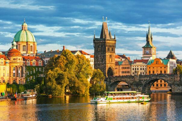 Tschechien Prag Fluss Gebäude