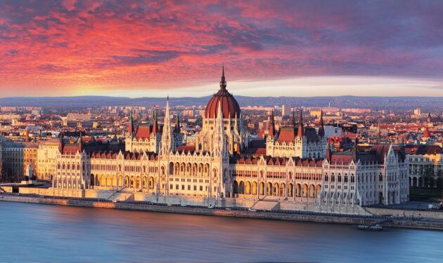Ungarn Budapest Parlament Sonnenaufgang