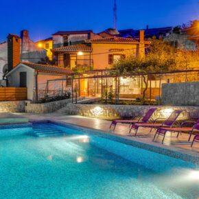 Kroatien im Sommer: 8 Tage im eigenen Ferienhaus mit Pool & Meerblick nur 170€