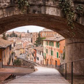 Lastminute Italien: 4 Tage übers Wochenende nach Perugia in zentraler Unterkunft mit Flug für 77€