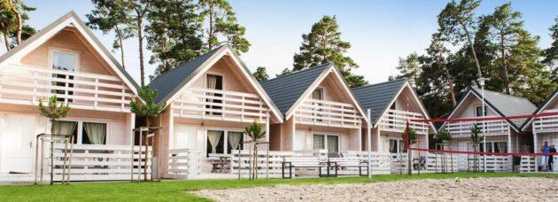 Luxus-Holzhütten an der polnischen Ostsee
