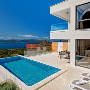 Kroatien: 8 Tage in eigener Luxus-Villa mit Meerblick & Infinity-Pool für 267€