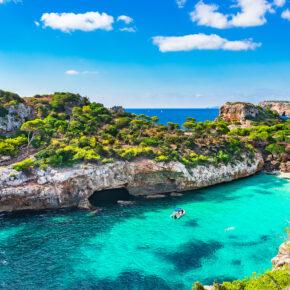 Ab nach Mallorca im Juli: 5 Tage im TOP Hotel mit Halbpension, Flug, Transfer & Zug nur 257€