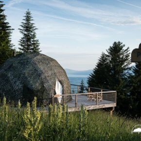 Glamping in der Schweiz: 2 Tage im luxuriösen Whitepod mit Frühstück nur 137€