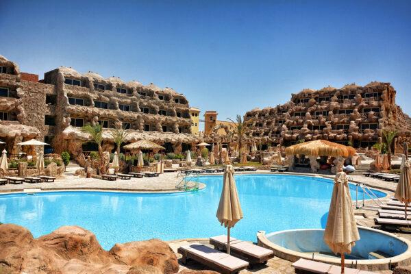 Caves Beach Resort Hurghada Poolanlage