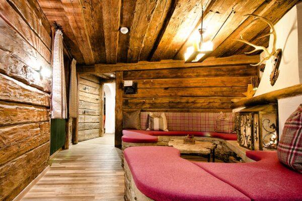 Fieberbrunn Boutique Lodge Kaminzimmer