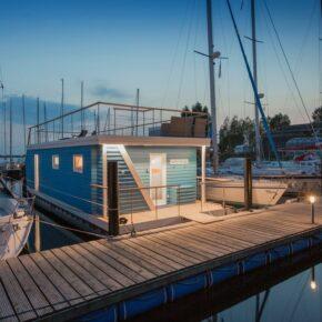 8 Tage Luxus-Aufenthalt in eigenem Ostsee-Hausboot mit Dachterrasse auf der Insel Fehmarn ab 524€ p.P.