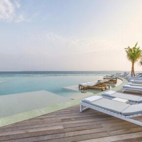 Hurawalhi Resort Infinity Pool