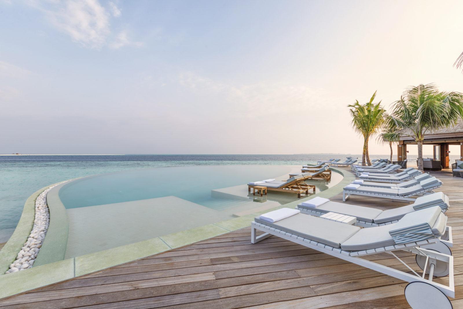 unbeschreiblich 12 tage malediven in top 5 ocean pool villa mit halbpension flug transfer. Black Bedroom Furniture Sets. Home Design Ideas