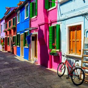 Wochenende auf Insel Burano: 3 Tage in Italien mit TOP 4* Unterkunft, Frühstück & Flug nur 124€