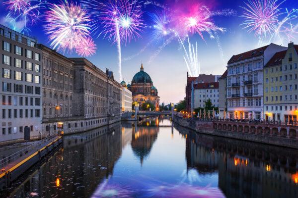 Berlin Feuerwerk Spree
