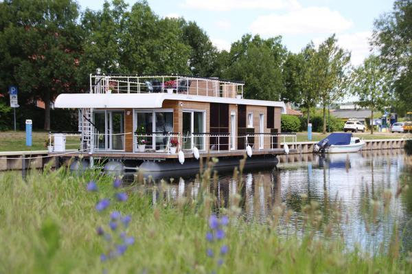 Hausboot in Malchin