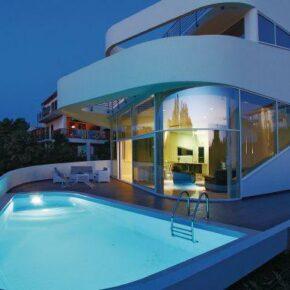High Tech Villa Kroatien Abend