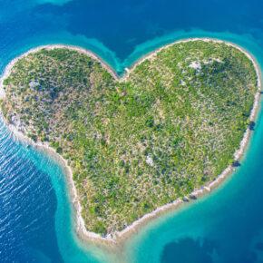 Sonne in Kroatien: 8 Tage nahe der Herzinsel Galešnjak mit 3* Apartment & Flug nur 64€