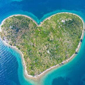 Sonne in Kroatien: 8 Tage nahe der Herzinsel Galešnjak mit Apartment & Flug nur 84€