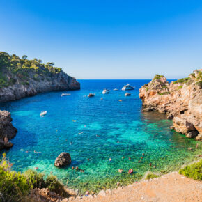 Mallorca KRACHER: 7 Tage im 3* All Inclusive Strandhotel mit Flug, Transfer & Zug nur 319€