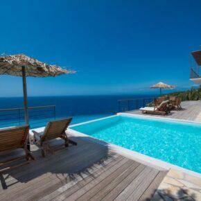 Meerblick inklusive: 8 Tage Lefkada in Strandvilla mit Infinity-Pool nur 273€