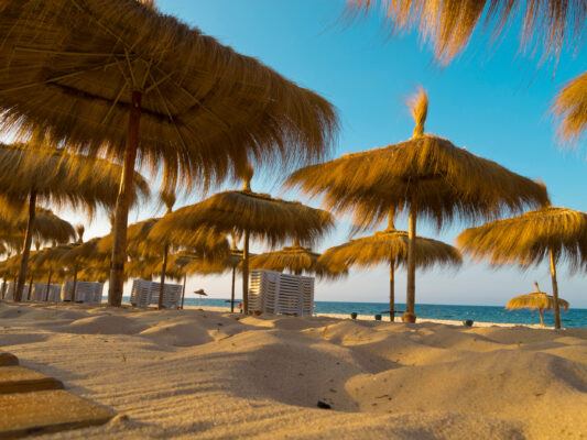 Tunesien Sandstrand Heuschirme