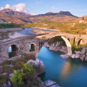 Fly & Drive durch Kosovo, Montenegro & Albanien: 8 Tage mit Flug & Mietwagen nur 73€