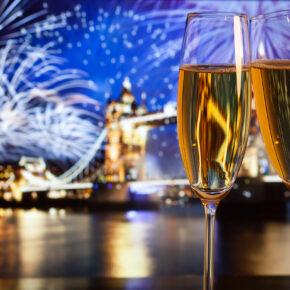 Silvesterkreuzfahrt 2019: Auf diesen Kreuzfahrtschiffen ins neue Jahr feiern ab 199€