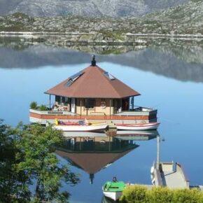 Urlaub in Norwegen: 8 Tage im eigenen Wasserhaus mit Rundum-Seeblick für 189€