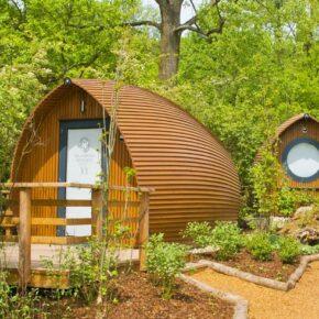 Luxus-Glamping am Wochenende: 3 Tage in eigener Holzhütte mit Frühstück & Extras für 149€