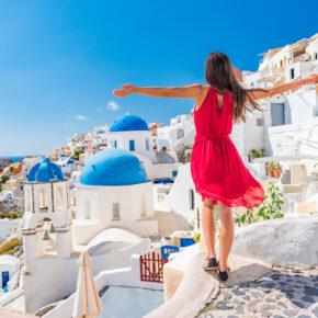 Hochsommer: 5 Tage Santorini im TOP 3* Hotel in Strandnähe mit Flug nur 248€