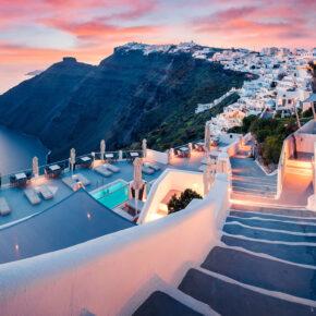 Last Minute Insel-Urlaub: 8 Tage auf Santorini im 3* Hotel mit Pool inkl. Flug für 253€