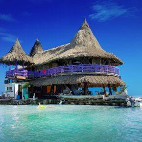 Casa en el Agua: Das schwimmende Hostel in der Karibik