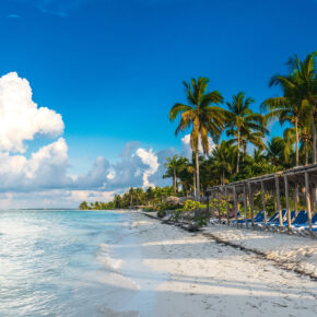 Lastminute nach Kuba: 7 Tage mit 4* Strandhotel, AI, Flug, Transfer & Zug nur 684€